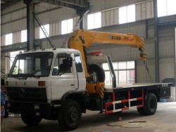 Dongfeng EQ5128G 4X2 wrecker truck with crane 5T